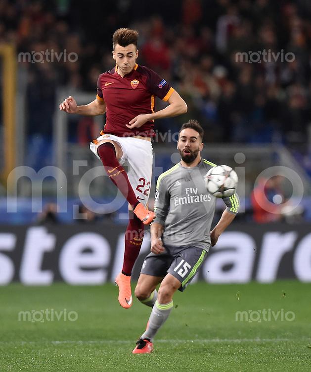 FUSSBALL CHAMPIONS LEAGUE  SAISON 2015/2016 ACHTELFINAL HINSPIEL AS Rom - Real Madrid                 17.02.2016 Stephan El Shaarawy (li, AS Rom) gegen Daniel Carvajal (Real Madrid)
