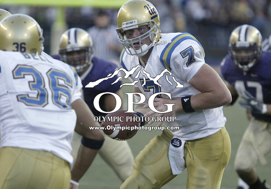 SEPT 23, 2006: UCLA quarterback Ben Olson hands the ball off to tailback #36 Kahlil Bell during fourth quarter action against the Washington Huskies. The Washington Huskies won 29-19 over the UCLA Bruins at Husky stadium in Seattle, WA.