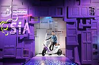 Nederland Amsterdam 2015 11 29.  EUREKA! Festival bij de Westergasfabriek. Tijdens dit veelzijdige en inspirerende festival ervaar je hoe wetenschap onze maatschappij, technologie, economie en ons leven verrijkt. HBO Innovatie Catwalk in het Transformatorhuis. Biocomposiet scooter van InHolland. De Be.e is een elektrische scooter met een body van vlas en hars.  Foto Berlinda van Dam / Hollandse Hoogte