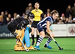 BLOEMENDAAL  - Hockey -  finale KNHB Gold Cup dames, Bloemendaal-HDM . Bloemendaal wint na shoot outs. keeper Diana Beemster (Bldaal) met Pien Dicke (HDM) .  COPYRIGHT KOEN SUYK