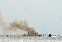 Aurelio de Laurentiis sulla banchina del molo di Napoli Mergellina dopo l'incendio del suo Yacht