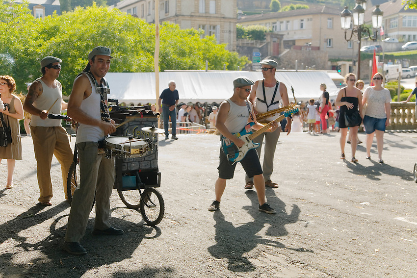 Festival de la langue occitane (une année sur deux) autour de la langue, des jeux et de la musique, place de la Grande Rigaudi.<br /> Fanfare des Goulamas