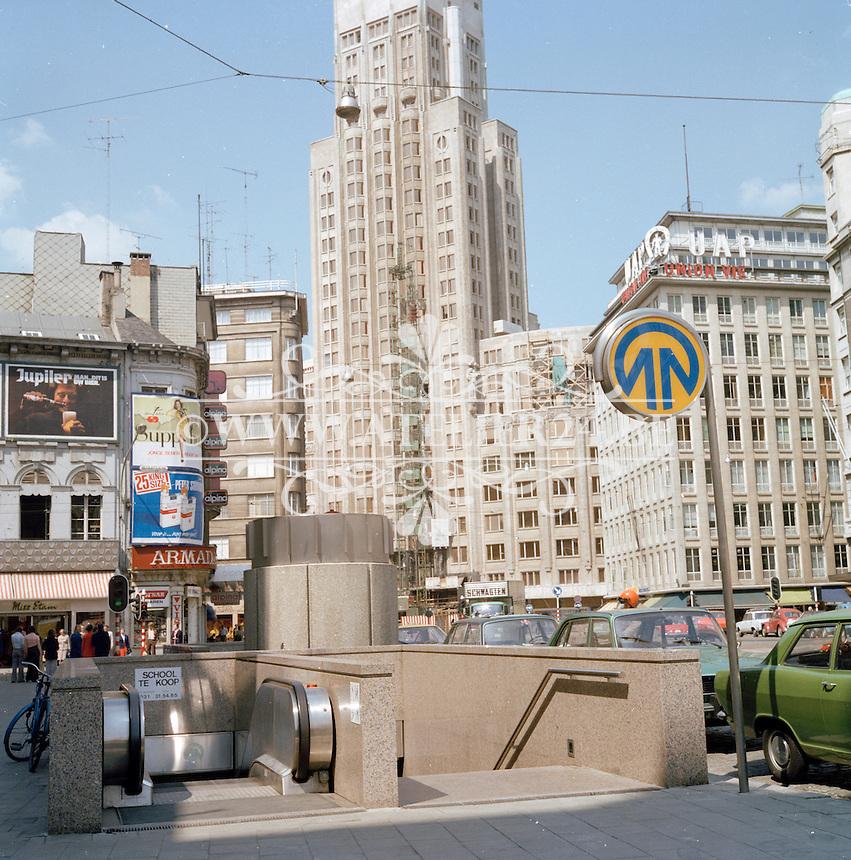Mei 1976. Metro-ingang op de Meir aan de Boerentoren in Antwerpen.