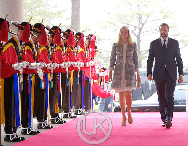 Crown Prince Haakon & Crown Princess Mette Marit of Norway visit The Presidential Blue House in Seoul for a meeting & lunch in the Grounds with President Roh Moo-Nyun & his wife Kwon Yang-Sook on the first day of their four day visit to South Korea..