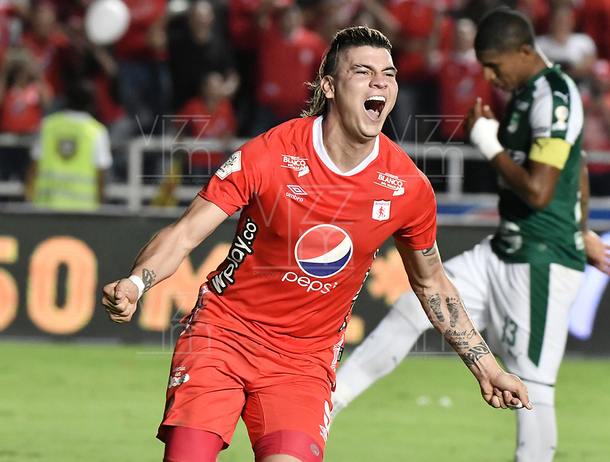 CALI - COLOMBIA, 17-11-2019: Michael Rangel del América celebra después de anotar el primer gol de su equipo partido por la fecha 3, cuadrangulares semifinales, de la Liga Águila II 2019 entre América de Cali y Deportivo Cali jugado en el estadio Pascual Guerrero de la ciudad de Cali. / Michael Rangel of America celebrates after scoring the first goal of his team during match for the date 3, quadrangular semifinals, as part of Aguila League II 2019 between America de Cali and Deportivo Cali played at Pascual Guerrero stadium in Cali. Photo: VizzorImage / Gabriel Aponte / Staff