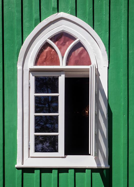 Okno muzułmańskiego meczetu w Kruszynianach, Polska<br /> Window of wooden Muslim Mosque in Kruszyniany, Poland