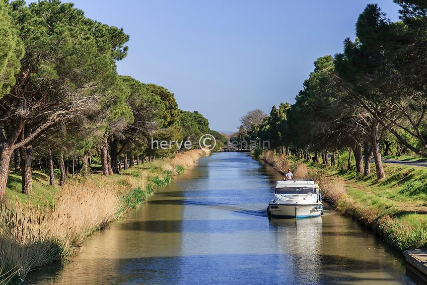 France, Aude (11), Sallèles-d'Aude, canal de Jonction, ou canal de la Jonction avec la Robine // France, Aude, Salleles-d'Aude, Junction Canal or  Junction Canal with the Robine, right port Robine