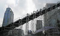 Nederland Rotterdam 2016 05 28. Tijdelijke trap  naar het Groothandelsgebouw. Met de trapconstructie viert Rotterdam 75 jaar wederopbouw van de stad. Foto Berlinda van Dam / Hollandse Hoogte