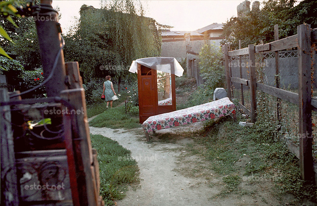 ROMANIA, BUcharest, July 1984..In Uranus quarter before the demolitions..ROUMANIE, Bucarest, Juillet 1984..Dans le quartier Uranus avant les démolitions..© Andrei Pandele / EST&OST