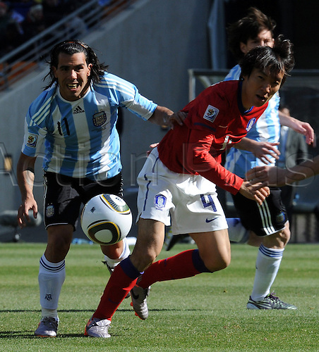South Korea's Cho Yong Hyung (R) vies for the ball with Argentina's Carlos Tevez during the 2010 FIFA World Cup group B match between Argentina and South Korea at Soccer City Stadium in Johannesburg, South Africa 17 June 2010.