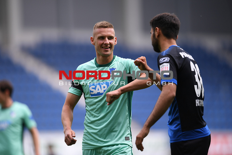 Pavel Kaderabek (Hoffenheim, l.) checkt mit dem Ellenbogen mit Sebastian Vasiliadis (SC Paderborn, r.) ab.<br /><br />Foto: Edith Geuppert/GES /Pool / Rauch / nordphoto <br /><br />DFL regulations prohibit any use of photographs as image sequences and/or quasi-video.<br /><br />Editorial use only!<br /><br />National and international news-agencies out.