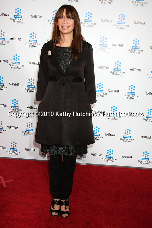 """.Illeana Douglas.arrives at the """"A Star is Born"""" Restored Print World Premiere , part of the Turner Classic Movie Channel Classic Movie Festival.Grauman'S Chinese.Los Angeles, CA.April 22, 2010.©2010 Kathy Hutchins / Hutchins Photo..."""