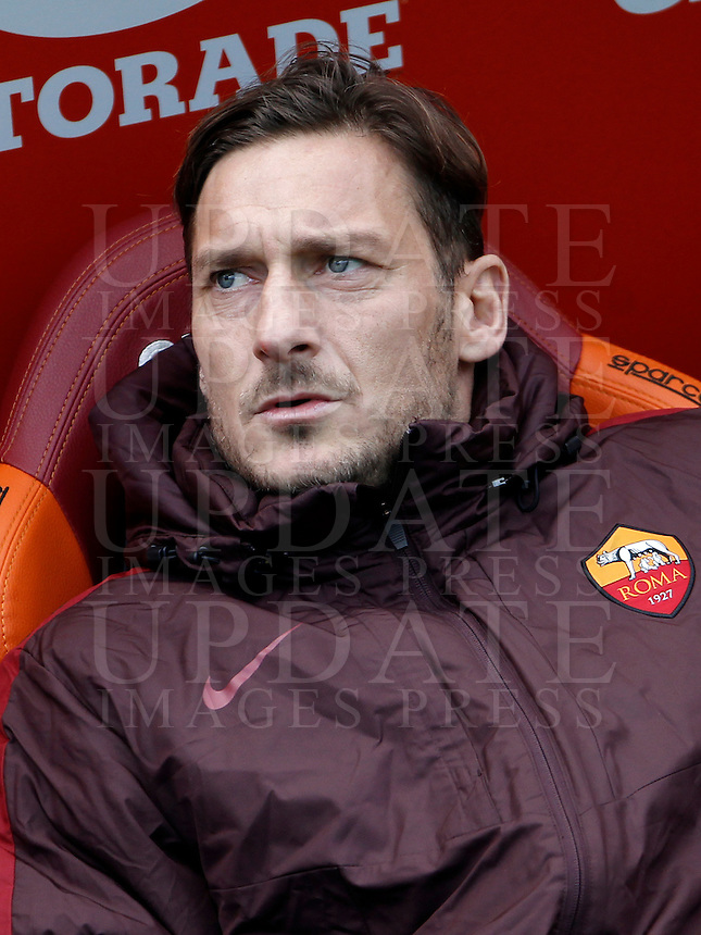 Calcio, Serie A: Roma vs Hellas Verona. Roma, stadio Olimpico, 17 gennaio 2016.<br /> Roma&rsquo;s Francesco Totti sits on the bench during the Italian Serie A football match between Roma and Hellas Verona at Rome's Olympic stadium, 17 January 2016.<br /> UPDATE IMAGES PRESS/Isabella Bonotto