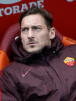 Calcio, Serie A: Roma vs Hellas Verona. Roma, stadio Olimpico, 17 gennaio 2016.<br /> Roma's Francesco Totti sits on the bench during the Italian Serie A football match between Roma and Hellas Verona at Rome's Olympic stadium, 17 January 2016.<br /> UPDATE IMAGES PRESS/Isabella Bonotto