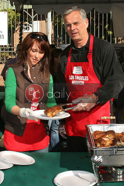 Jennifer Love Hewitt and Los Angeles Mayor James Hahn