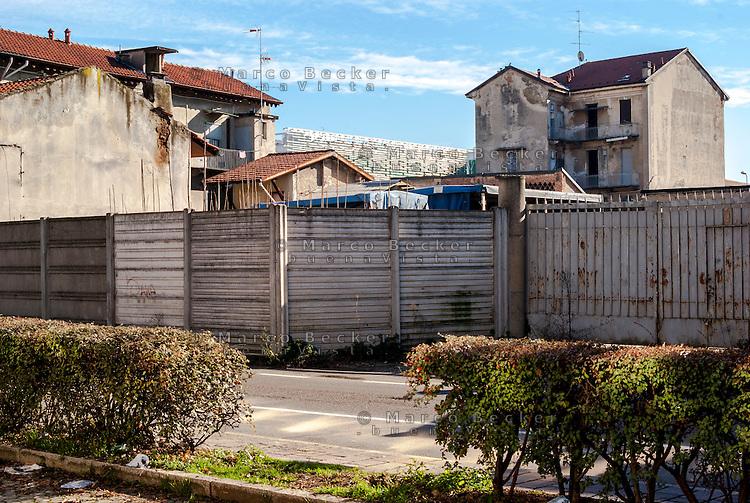 Milano, quartiere Affori, periferia nord. Vecchi e nuovi edifici --- Milan, Affori district, north periphery. Old and new buildings