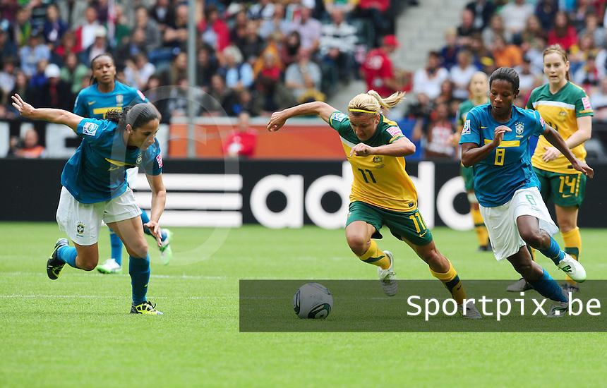 Fifa Women's World Cup Germany 2011 : Brazil - Australia  at Borussia - Park in Munchengladbach : Lisa De Vanna aan de bal voor Formiga (rechts) en Daiane (links)..foto DAVID CATRY / Vrouwenteam.be