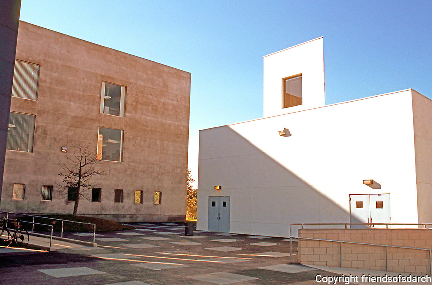 Frank Gehry: ICS/ERF Complex, Irvine. Courtyard between Admin (left), ERF (back) and classroom building (right).  Photo '86.