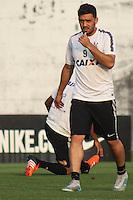 SÃO PAULO, SP, 02.10.2015 - FUTEBOL-CORINTHIANS - Edílson jogador do Corinthians durante sessão de treinamento no Centro de Treinamento Joaquim Grava na região leste de São Paulo nesta sexta-feira, 02.(Foto: Marcos Moraes / Brazil Photo Press)