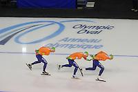 SCHAATSEN: CALGARY: Olympic Oval, 09-11-2013, Essent ISU World Cup, Sven Kramer, Koen Verweij, Jan Blokhuijsen, ©foto Martin de Jong