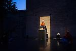 FAUTEUILS<br /> <br /> Conception Laurent Goldring<br /> Performances Marion Carriau, Nina Harper, Éloïse Valli, Nir Vidan<br /> Sculptures Laurent Goldring, avec l'aide de Marina Roelly<br /> Direction artistique Anne Marie Coste<br /> Compagnie : goldring productions<br /> Cadre : Festival Uzès Danse<br /> Date : 15 juin 2019<br /> Lieu : Jardin de l'évêché<br /> Ville : Uzès