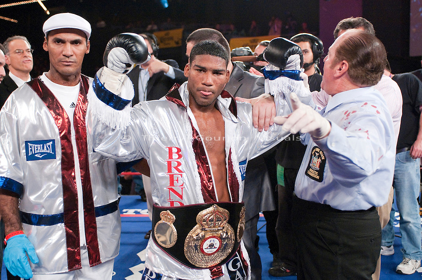 Yuriorkis Gamboa vs Whyber Garcia - WBA Featherweight Title