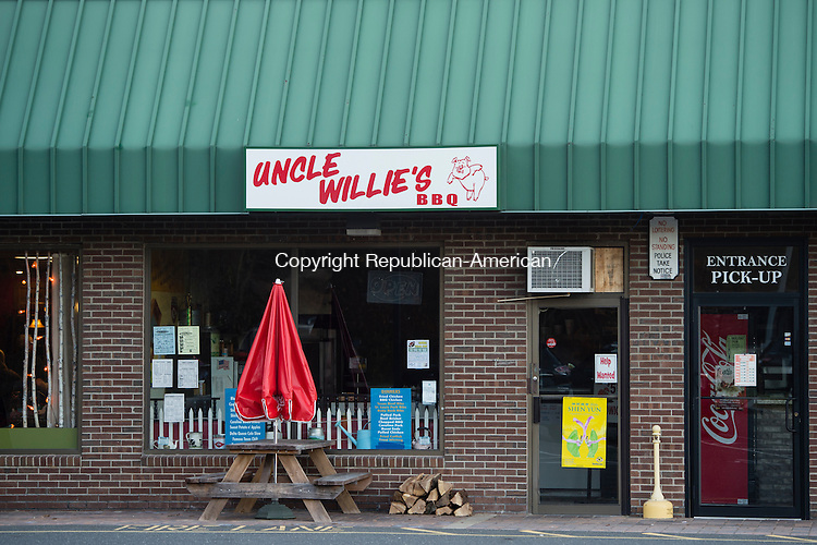 SEYMOUR, CT- 23 November 2015-112315EC01-   Uncle Willie's barbecue restaurant in Seymour is along West Street. Erin Covey Republican-American