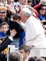 Papa Francesco bacia un bambino al suo arrivo all'udienza generale del mercoledi' in Piazza San Pietro, Citta' del Vaticano, 3 aprile 2013..Pope Francis kisses a child as he arrives for his weekly general audience in St. Peter's square at the Vatican, 3 April 2013..UPDATE IMAGES PRESS/Riccardo De Luca..STRICTLY ONLY FOR EDITORIAL USE