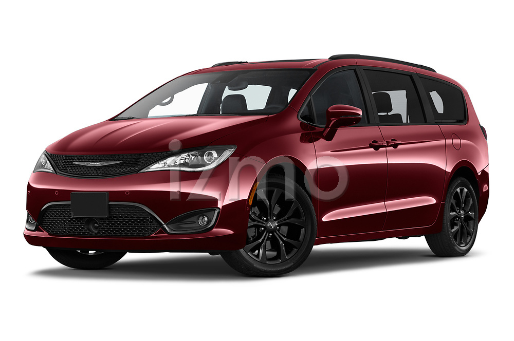 Stock pictures of low aggressive front three quarter view of 2020 Chrysler Pacifica Limited 5 Door Minivan Low Aggressive