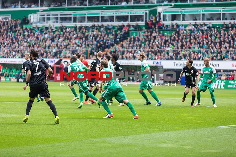 09.04.2016, Weser Stadion, Bremen, GER, 1.FBL, SV Werder Bremen vs FC Augsburg, im Bild Melvyn Lorenzen (Werder Bremen #28) Christoph Janker (FC. Augsburg #16) Jannik Vestergaard (Werder Bremen #7) Clemens Fritz (Werder Bremen #8) Anthony Ujah (Werder Bremen #21) Halil Altintop (FC. Augsburg #7) Francisco da Silva Caiuby (FC. Augsburg #30) <br /> <br /> <br /> <br /> Foto &copy; nordphoto / Woratschka