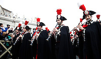 "La Banda dei Carabinieri in alta uniforme si esibisce prima della  Benedizione Urbi et Orbi impartita da Papa Francesco in occasione del Natale, dalla loggia centrale della Basilica di San Pietro, Citta' del Vaticano, 25 dicembre 2014.<br /> The Carabinieri Band performs before the ""Urbi et Orbi"" (""to the City and to the World)"" blessing delivered by Pope Francis on the occasion of the Christmas day from the central loggia of St. Peter's Basilica, Vatican, 25 December 2014.<br /> UPDATE IMAGES PRESS/Isabella Bonotto<br /> <br /> STRICTLY ONLY FOR EDITORIAL USE"