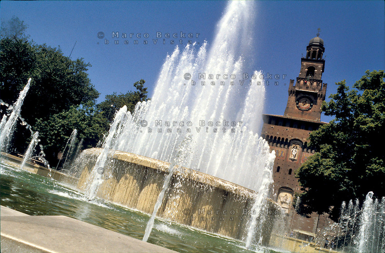 milano, la fontana al castello sforzesco --- milan, fountain at the sforza castle