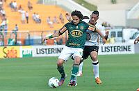 ATENÇÃO EDITOR: FOTO EMBARGADA PARA VEÍCULOS INTERNACIONAIS - SÃO PAULO, SP, 16 DE SETEMBRO DE 2012 - CAMPEONATO BRASILEIRO - PALMEIRAS x CORINTHIANS: Valdivia (e) e Ralf (d) durante partida Palmeiras x Corinthians, válida pela 25ª rodada do Campeonato Brasileiro no Estádio do Pacaembú. FOTO: LEVI BIANCO - BRAZIL PHOTO PRESS