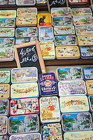 France, Provence-Alpes-Côte d'Azur, Nice: shopping in Old Town quarter - soap cases | Frankreich, Provence-Alpes-Côte d'Azur, Nizza: Einkaufen in Nizzas Altstadtgassen - Seifendosen