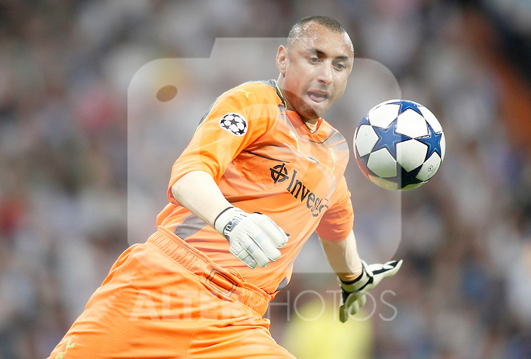 Tottenham Hotspur's Heurelho Gomes during Champions League Match. April 05, 2011. (ALTERPHOTOS/Alvaro Hernandez)
