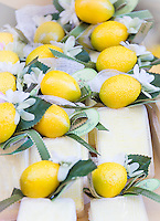 France, Provence-Alpes-Côte d'Azur, Menton: 'Soap from Marseille' for souvenirs, i.e. lemon soap | Frankreich, Provence-Alpes-Côte d'Azur, Menton: 'Seifen aus Marseille' als Mitbringsel, z.B. Zitronenseife