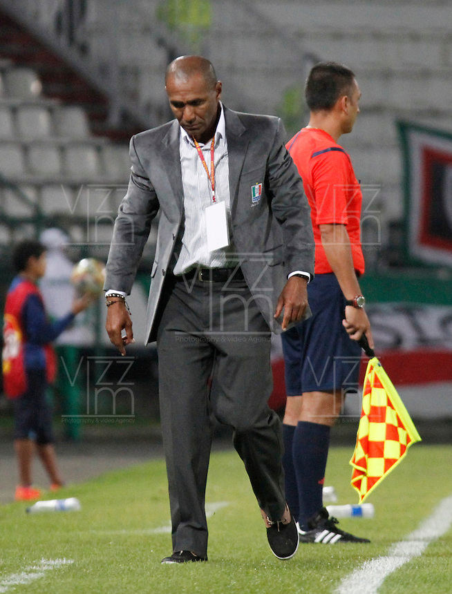 MANIZALES - COLOMBIA -08-03-2015: Francisco Cortes, técnico (E) de Once Caldas durante partido aplazado entre Once Caldas Millonarios por la fecha 3 por de la Liga Aguila I 2015, jugado en el estadio Palogrande de la ciudad de Manizales.  / Francisco Cortes, coach (E) of Once Caldas during a postponed match betwen Once Caldas and Millonarios for the date Millonarios for the Liga Aguila I 2015 at the Palogrande stadium in Manizales city. Photo: VizzorImage / Santiago Osorio / Str.