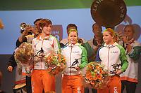 SCHAATSEN: HEERENVEEN: Thialf, Shorttrack, 30-12-11, Jorien ter Mors, Yara van Kerkhof, Sanne van Kerkhof, Peter vd Velde bokaal, ©foto: Martin de Jong.