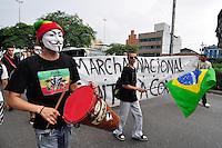 SAO PAULO, SP, 08 DE DEZEMBRO DE 2012 -DIA DO BASTA CONTRA A CORRUPÇÃO: Manifestantes participaram do Dia do Bastra contra a Corrupção em São Paulo. Eles saíram em caminhada da Praça Cel. Fernando Prestes ao lado da Estação Tiradentes do Metrô até a sede da Prefeitura no Vale do Anhangabaú, região central da cidade. FOTO: LEVI BIANCO - BRAZIL PHOTO PRESS