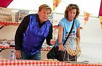 Nederland Almere - Augustus 2018. De tweede editie van het Forever Young Festival.  Het Forever Young Festival is een gratis festival met veel activiteiten en optredens voor 65-plussers. Bingo met Henny Huisman.      Foto Berlinda van Dam / Hollandse Hoogte