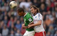 FUSSBALL   1. BUNDESLIGA   SAISON 2013/2014   6. SPIELTAG Hamburger SV - SV Werder Bremen                       21.09.2013 Theodor Gebre Selassie (li, SV Werder Bremen) gegen Petr Jiracek (re, Hamburger SV)