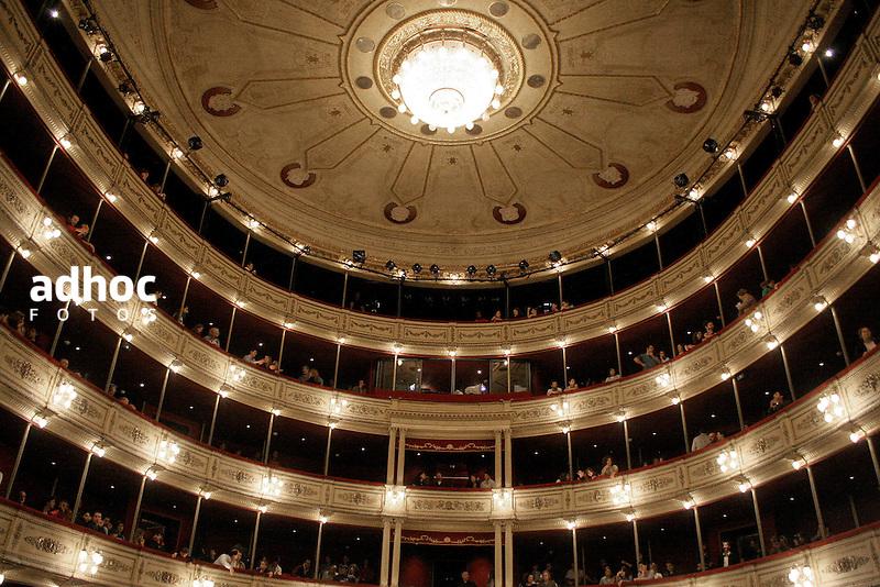 Teatro Solis. Montevideo, 2006.<br /> URUGUAY / MONTEVIDEO / 2006<br /> Foto: Ricardo Ant&uacute;nez / AdhocFotos<br /> www.adhocfotos.com
