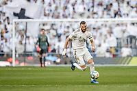1st February 2020; Estadio Santiago Bernabeu, Madrid, Spain; La Liga Football, Real Madrid versus Atletico de Madrid; Karim Benzema (Real Madrid)  breaks through midfield on the ball