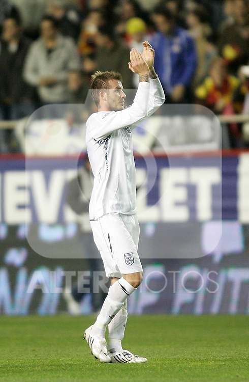 England's David Beckham salutes after an international friendly, February 11, 2009. (ALTERPHOTOS/Alvaro Hernandez).