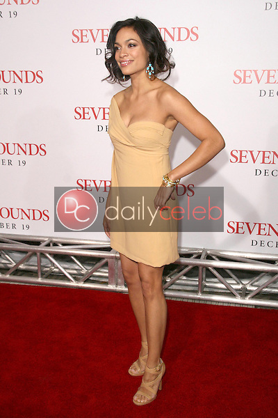 Rosario Dawson <br /> at the Los Angeles Premiere of 'Seven Pounds'. Mann Village Theatre, Westwood, CA. 12-16-08<br /> Dave Edwards/DailyCeleb.com 818-249-4998
