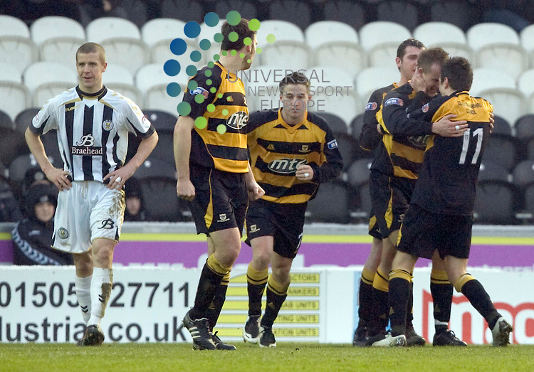 Mark Brown scores for Alloa during St Mirren v Alloa during the 4th round active nation scottish cup at St Mireen Park..9 January 2010..www.universalnewsandsport.com.(0ffice) 0844 884 51 22