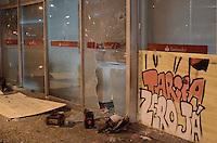 SAO BERNARDO DO CAMPO, SP,01 de julho 2013- Protetso do passe livre em Sao Bernado do Campo termina em confronto com a Policia Militar no Paco Municipal onde quebraram os vidros de um banco   ADRIANO LIMA / BRAZIL PHOTO PRESS).