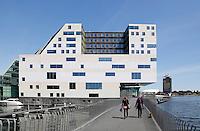 Paleis van Justitie bij het IJ Dock in Amsterdam