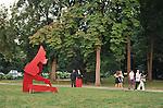 Nel parco della Reggia di Racconigi esposizione di Scultura internazionale, e serate di spettacoli organizzati dal Teatro Regio. Scultura di Allen Jones.