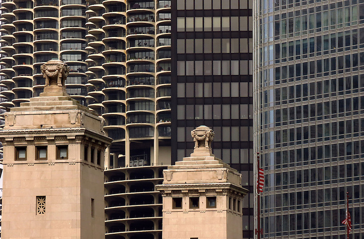 Contrast of buildings on the Chicago skyline as seen on the Chicago Architecture Foundation's river cruise. (DePaul University/Jamie Moncrief)
